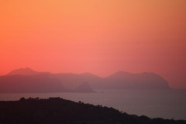 Il golfo di Termini Imerese al tramonto