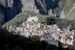 Il villaggio di ISNELLO nel Parco delle Madonie